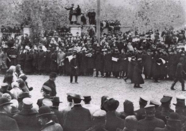 Image - A street rally during the October 1905 strike in Kharkiv.