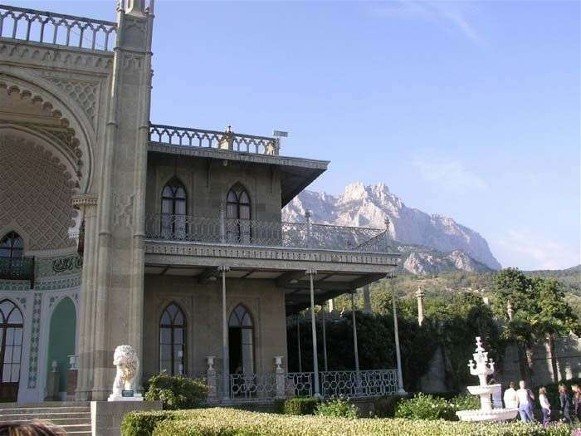 Image -- The Vorontsov Palace in Alupka, Crimea.