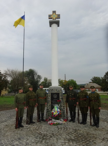 Image - Ananiv, Odesa oblast: Monument honouring the UNR Army.