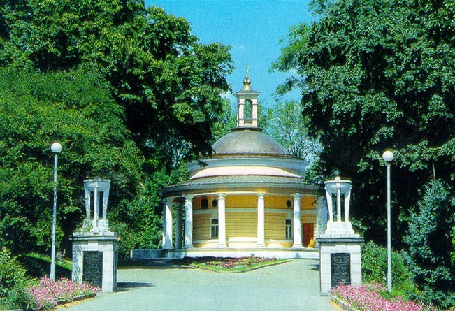 Image - Askoldova Mohyla with the Saint Nicholas' Church rebuilt into a pavilion.