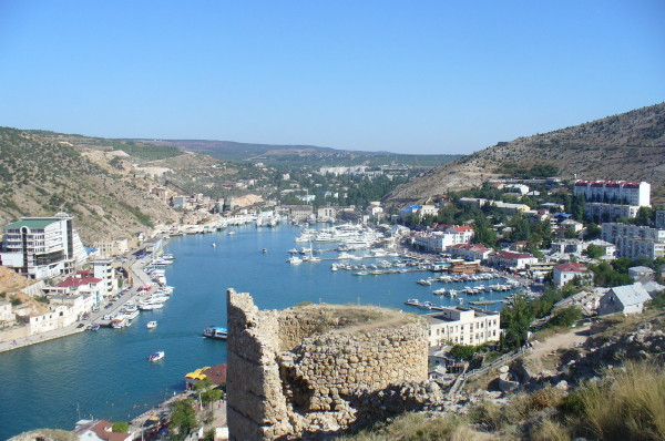 Image - A view of Balaklava with the ruins of the Geonese fortress.