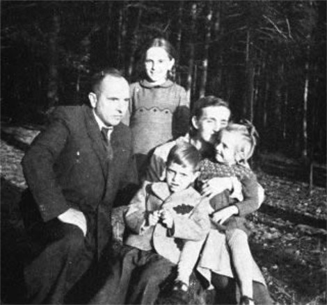 Image - Stepan Bandera with his wife and children.