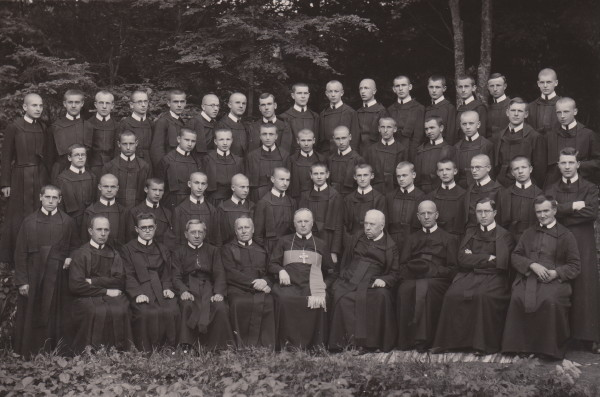 Image - Bishop Basil Ladyka with Basilian monks in Dobromyl (1937).