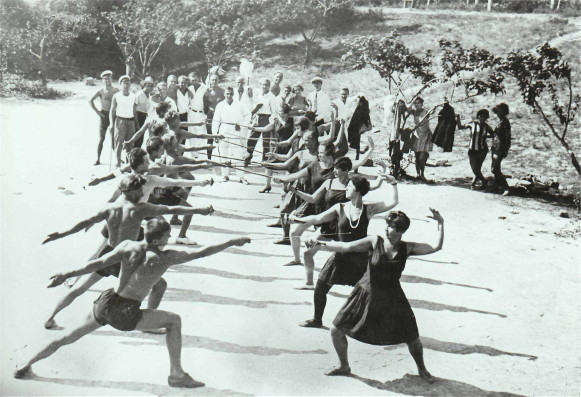 Image - Berezil actors during fencing lessons (Odesa, 1927).