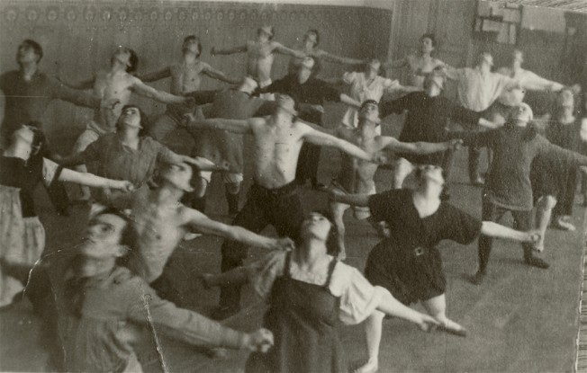 Image - A movement class at the Berezil theater.