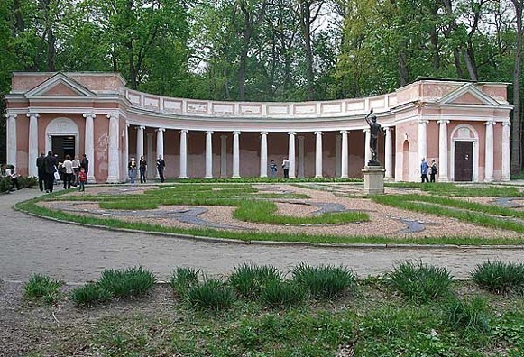 Image - Bila Tserkva: The Colonnade of Echo in the Oleksandriia Dendrological Park.