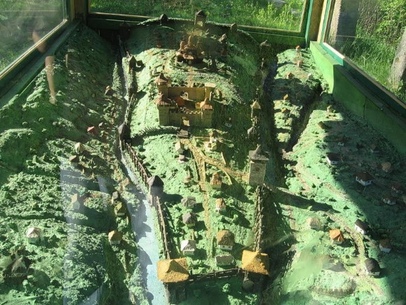 Image - A model of the Busha fortress.