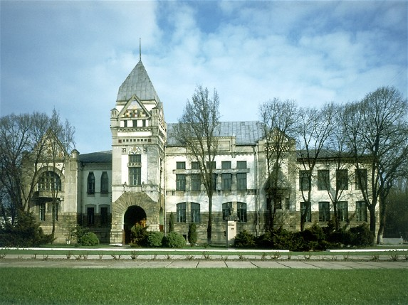 Image - The Chernihiv Korolenko Library, formerlt the Nobility and Peasants Land Bank (early 20th century).