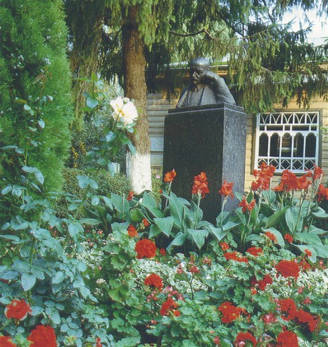 Image -- Mykhailo Kotsiubynsky's monument in from of his literary memorial museum in Chernihiv.