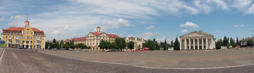 Image - The Red Square in Chernihiv with the Taras Shevchenko Theater on the right.