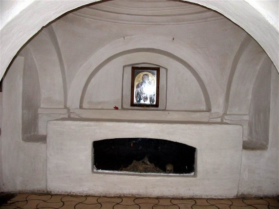 Image - An underground chapel in the cave complex of Saint Anthony's caves at the Trinity�Saint Elijah's Monastery in Chernihiv.
