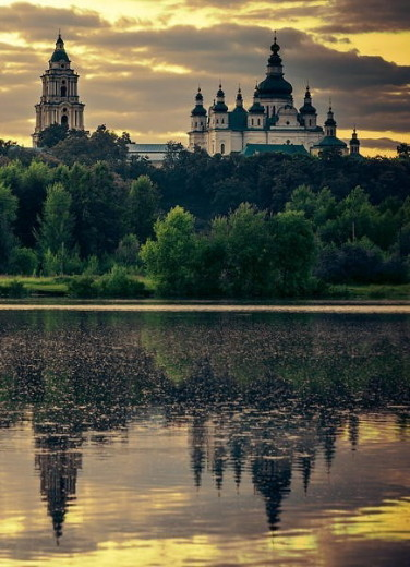 Image -- Chernihiv: view of the Trinity Cathedral.