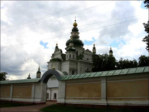 Image - Gate of the Trinity-Saint Elijah's Monastery in Chernihiv.