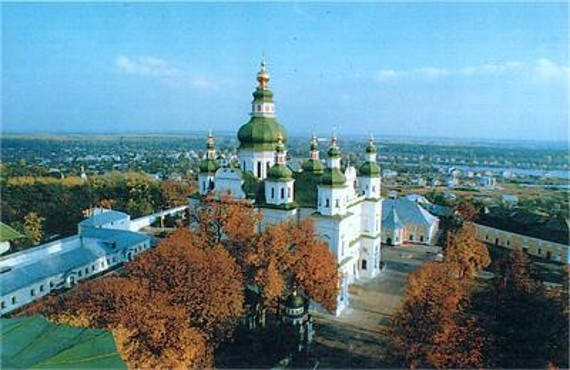 Image -- The panorama of the Trinity-Saint Elijah's Monastery in Chernihiv with the Trinity Cathedral (1679-95) in the foreground.