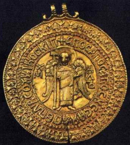 Image - The gold Chernihiv zmiiovyk medallion (presumably belonging to Prince Volodymyr Monomakh) with the depiction of Archangel Michael.