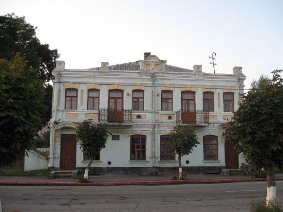 Image - Chudniv, Zhytomyr oblast: a building in the city center.