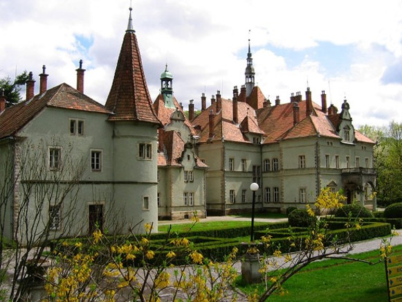 Image - The Karpaty sanatorium (formerly a hunting castle of the Schonborn family) near Chynadiieve in Transcarpathia.