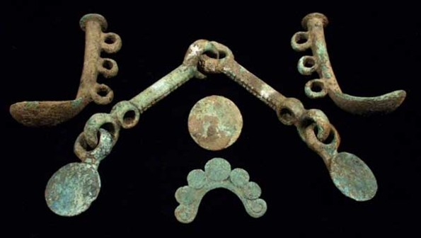 Image -- A Cimmerian bronze bridle (8th century BC).