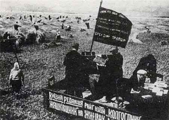 Image - A rural newspaper staff reports on the work at a collective farm in Ukraine.