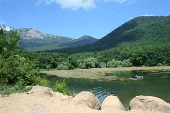 Image - A mountain lake in the Crimean Mountains.
