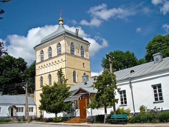 Image - The gate building in the Derman Monastery in Rivne oblast.