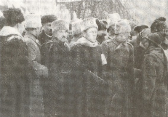 Image -- Semen Petliura and Yevhen Konovalets at the military parade in honor of the Directory of the UNR (17 December 1918).