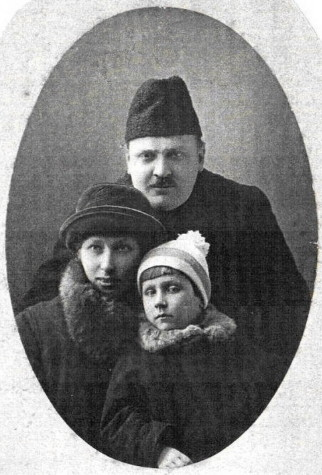 Image -- Serhii Dlozhevsky (with family).