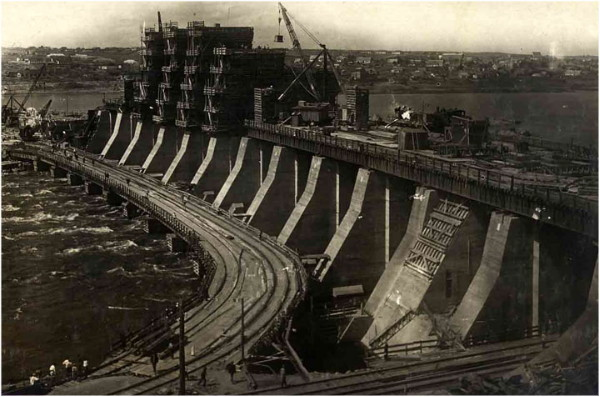 Image - The Dnieper Hydroelectic Station construction (1934).
