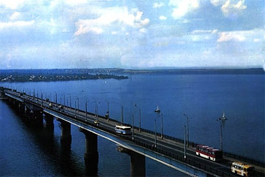 Image - A bridge over the Dnipro River in Mykolaiv.