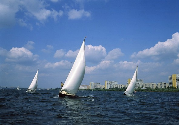 Image - Sailing boats on the Dnipro River near the city of Dnipro.
