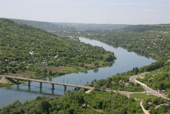 Image -- The Dnister river in Mohyliv-Podilskyi.