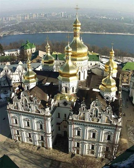 Image - Dormition Cathedral of Kyivan Cave Monastery (aerial view).