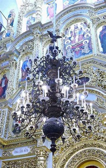 Image - Chandelier and iconostasis in the Dormition Cathedral of Kyivan Cave Monastery.