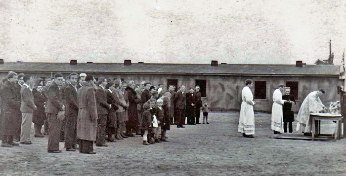 Image - Ukrainian liturgy at the DP Camp in Burgdorf (1946).