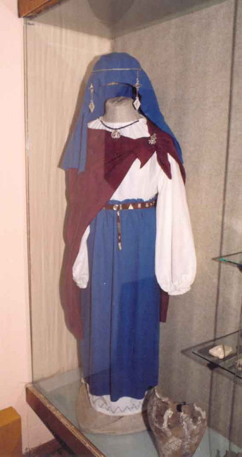 Image - Early Slavic female dress (6th-7th century).