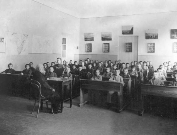 Image - First Kyiv gymnasium: geography lesson (late 19th century).