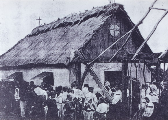 Image - The first Ukrainian chapel built in Las Tunas, Misiones, Argentina (early 20th century).