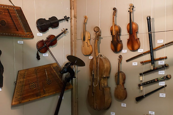 Image - An exhibition of Ukrainian folk musical instruments.