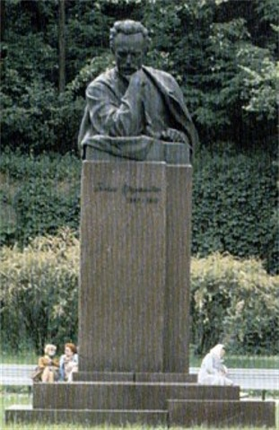 Image - Monument of Ivan Franko in Kyiv.