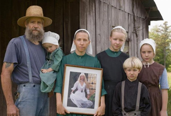 Image - German Amish villagers in Ukraine.