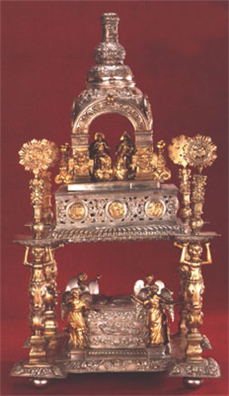 Image - A gold casket (18th century) at the Museum of Historical Treasures of Ukraine in Kyiv.