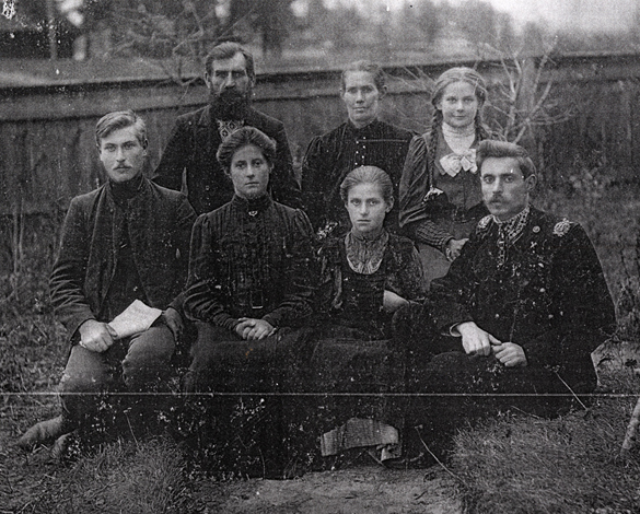 Image - Alexander Granovsky with family (1909 photo)