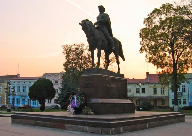 Image - Halych: the Danylo Romanovych monument.