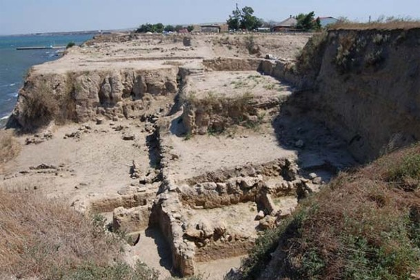 Image -- The excavated ruins of the Bosporan city of Hermonassa and later Kyivan Rus city of Tmutorokan (now Taman village, Krasnodar krai).