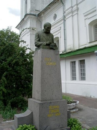 Image - A monument near the grave of Leonid Hlibov at the side of the Trinity Cathedral of the Trinity-Saint Elijah's Monastery in Chernihiv.