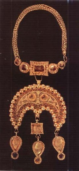 Image - A necklace from the Hlodosy hoard (7th century AD).