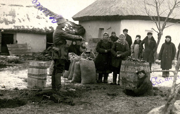 Image - Search party confiscating foodstuffs, fall 1932, Odesa region.