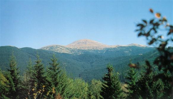 Image - A panoramic view of Mount Hoverlia, the highest peak (height 2,061 m) in the Ukrainian Carpathian Mountains.
