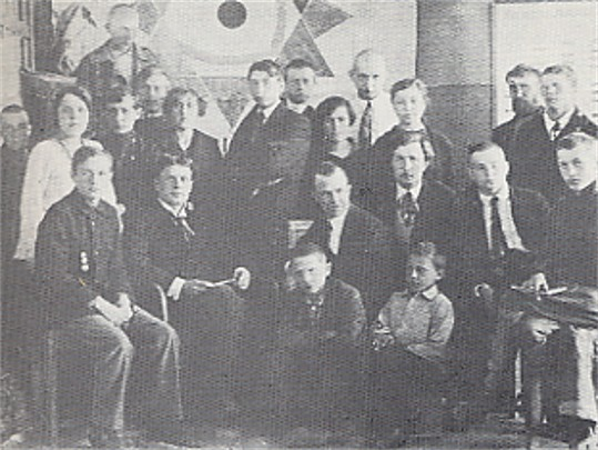 Image -- Oleksa Hryshchenko (sitting, second from left) among Moscow art students (1918).