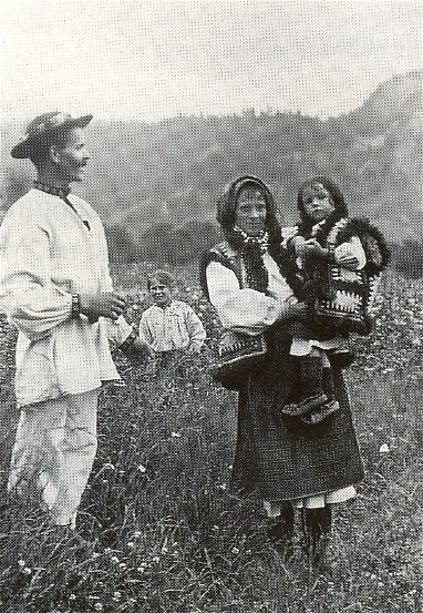 Image - A Hutsul family (1920s photo).